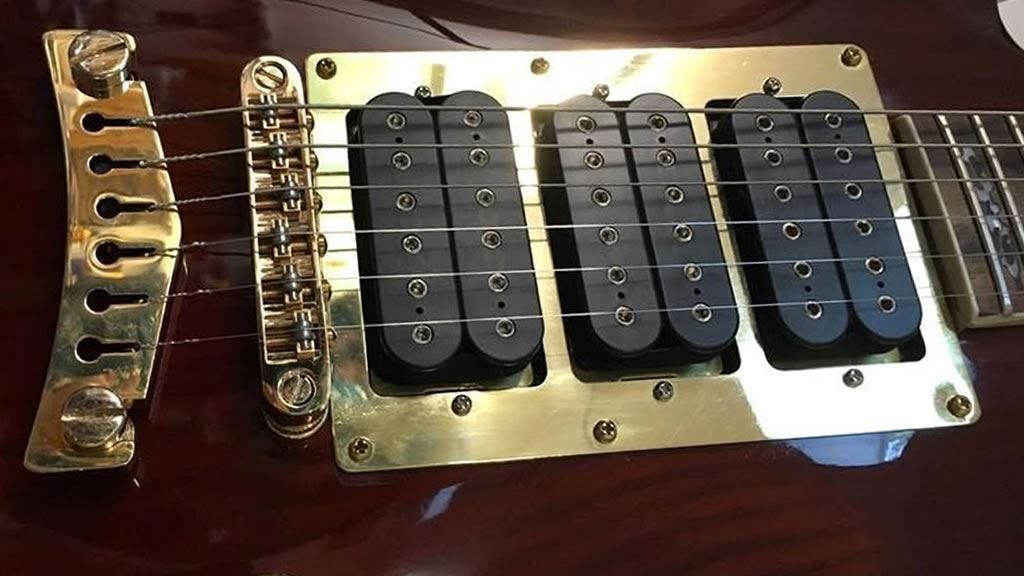 Picture for category Triple Humbucker